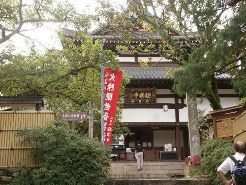 ➛温泉寺の周辺に上記外湯2箇所と特産品店や民家が密集しています。<br />➛極楽寺