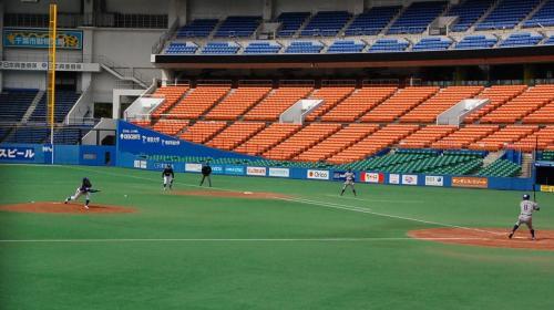 中に入りました。<br /><br />初戦の住友金属鹿島VSJFE東日本の試合です。<br />