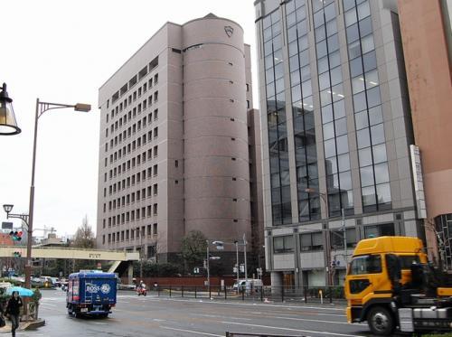 青山学院大学です。<br /><br />坪井(東芝)、四之宮(日産)、川島なおみなどを輩出した名門大学ですな。