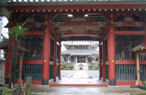 裏のとおりに、神社がありました。