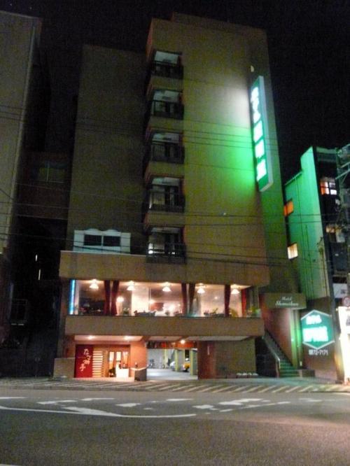 少し南に下った ホテル昭明館 の1階の