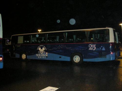 シェフミッキーで食事のあとは..<br />シーのバスターミナルまで移動して、<br />LE DAIBA行きのバス待ち。