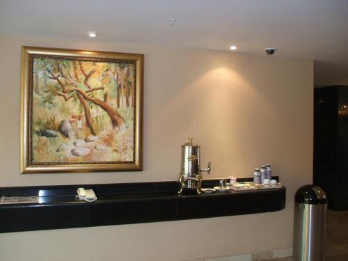 ロビーにある無料のコーヒー(写真)。マリオット系列のホテルはどこでもロビーに無料のコーヒーが置いてある。