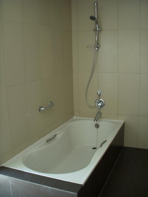 フドゥランフシはバスタブがついています。<br />ハンドシャワーもありますので大変使い勝手がよいですね。