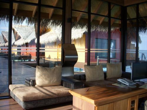 到着するとこの気持ちのよいソファーでウェルカムドリンクをいただきます。