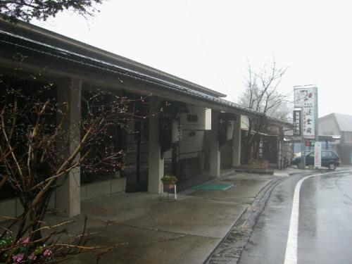 寒いので早々に宿へ。<br /><br />日本秘湯を守る会・会員の宿<br />栃木県 奥塩原新湯温泉 「渓雲閣」