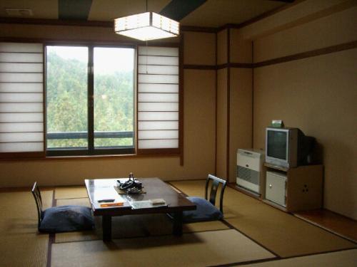 お部屋。<br /><br />この日は寒いので、すでに暖房が効いている部屋はありがたい。