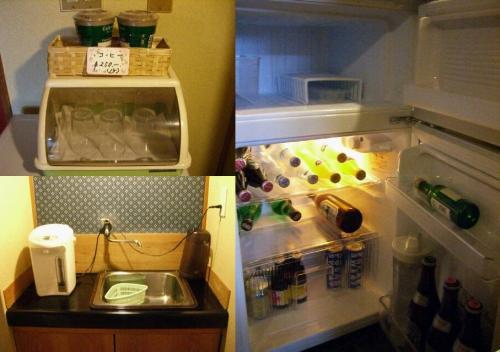 冷蔵庫の中とちょっとした台所。<br /><br />冷水は冷蔵庫に入ってる。
