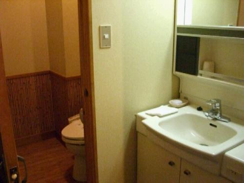 トイレ・洗面台。