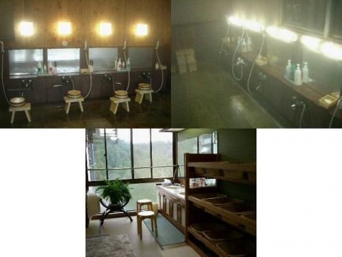 洗い場は4つ、ボディソープとリンスインシャンプー。