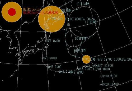 1日目(9/7) 台風9号、下北半島へ移動<br /><br />台風9号上陸<br /><br />台風顛末紀です。お急ぎの方は2日目に飛んでください。<br /><br />明け方関東地方に台風9号が上陸、6時前に起きたときはまだ暴風雨の中で、すぐにTVで台風情報を聞く。東海道新幹線を始め、関東近辺の電車は運休か間引き運転だ。東北新幹線は4本の運休なので、何とか頑張って下北半島まで行こうと予定通り6時半に車で出発する。外は横殴りの嵐である。川崎駅のミューザの駐車場に停める。電車は??<br /><br />写真の台風の進路に沿って旅を進めた(汗)