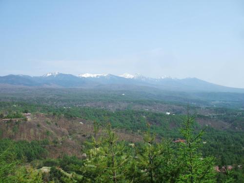 5分も登れば展望台に着く。ここから見る八ヶ岳の眺め(写真)は実に素晴らしい。