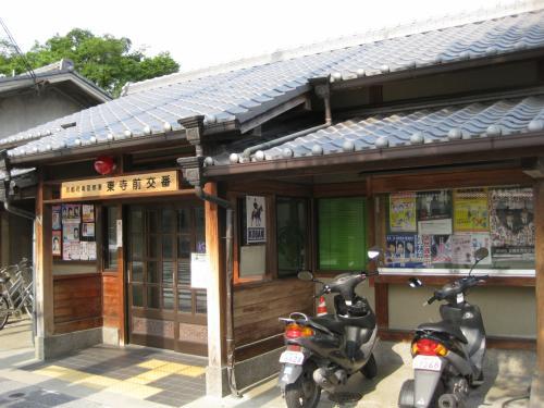 付近にはこんな風情のある交番も。<br /><br />ここは京都駅から南西に位置し、<br />駅から歩いて15分ほどの距離です。<br />西本願寺から歩くと20分くらいかかりました。