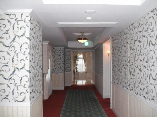 私は子育てが終了してからエクシブの会員権を購入したので、子供と一緒にエクシブライフを楽しんだことはなかった。今日の部屋は4階の432号室。廊下(写真)を通り客室に入る。