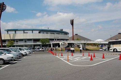 岡崎市民球場です。