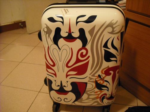 北京で買ったミニスーツケース。これが今回の旅のお供です。
