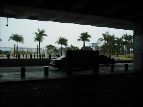 アモイに到着。しかし横殴りの雨でした。