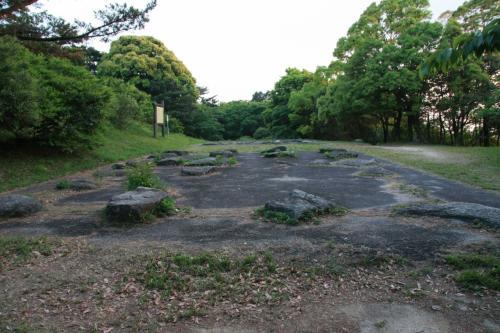 増長天地区です。礎石建物跡があります。