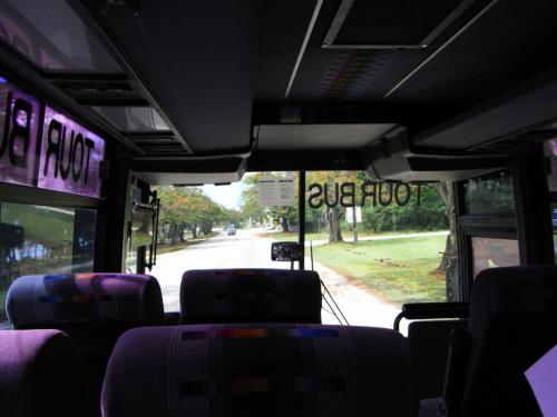 そしてもう到着。笑<br /><br />空港からホテルへのバス。40人乗りに私たち2人だけ。