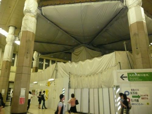東京駅、工事中。<br />父親から電話があり「三沢の航空祭があるぞ」地元のお祭りには帰って来いとは言わない、変わった人です。しかし会社辞めるのに迷惑かけたので、帰ることにしました。プーだし、暇ありですし。<br />東京駅、久しぶりです。