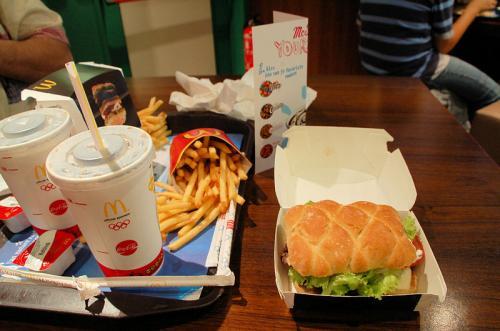 日本では見たこともないハンバーガーを頼んでみた。