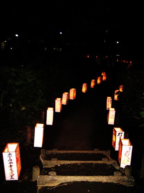 <br /><br /><br /><br />行灯にみちびかれて階段を降りていくと