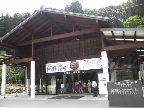 博物館入り口。長いエスカレーターを昇ります。