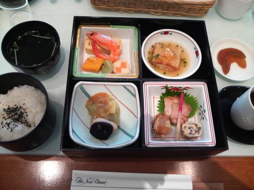 見学の前にまずは腹ごしらえ!私は通常のランチ。写真は松花堂弁当。阿修羅展にちなみ、奈良の食材を使っているのだそう。