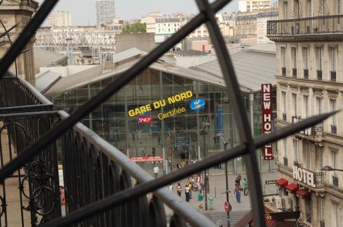 ホテルの部屋からGare du Nord駅が見える。