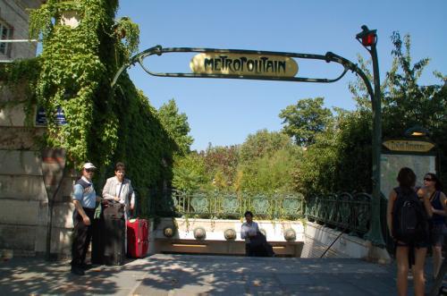 カタコンブのメトロの最寄駅Denfert-Rochereau。