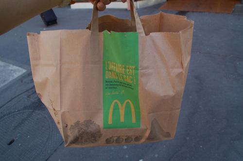 テイクアウト用に、こんな袋に入れてくれた。