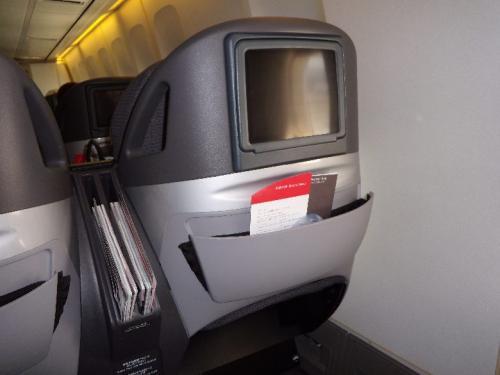 JL717便<br /><br />エコノミー予約で座席だけ、<br />シェルフラットシートでした。