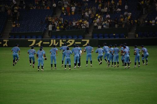 大阪ガスの試合前のウォーミングアップ。<br />
