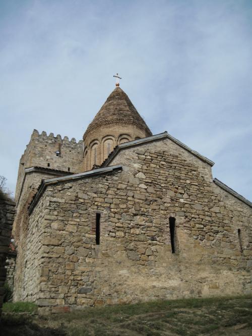 二つの教会があります。<br /><br />これは山側(道路側)のイエスに捧げた教会で、<br />もう一つが湖畔側のマリアに捧げた教会といわれている。