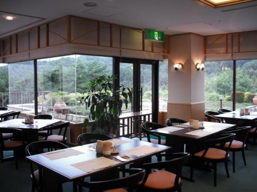 散歩・朝風呂そしてダイニングルーム(写真)での朝食。リゾートでの朝食は優雅でいい。