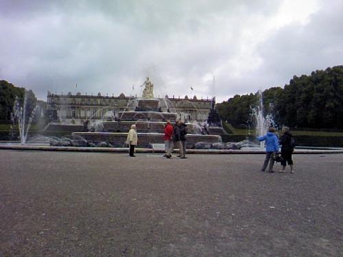 城に近づいたら、噴水が見えた