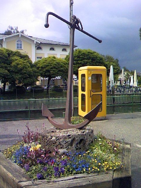 港の錨と電話Box