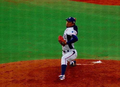 福井投手ではない。<br /><br />そして、須田投手は、この日はビデオ係。<br /><br />だから、松村投手で無いということは、三橋投手。