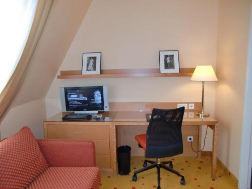 ソファーやデスク(写真)周りが広くリビングルームに近い感じがする。