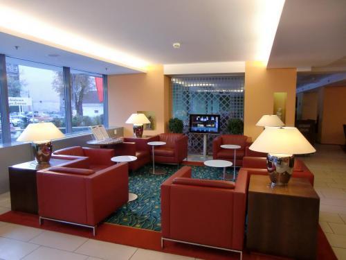 私がマリオット系列のホテルにこだわるのはマリオットポイントを集めているからである。特に、今回、「メガボーナス」のキャンペーン中であった。写真:ホテルのロビー