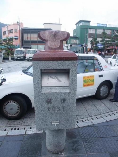 『大宰府駅』の前にあるポスト。<br />かわいい〜