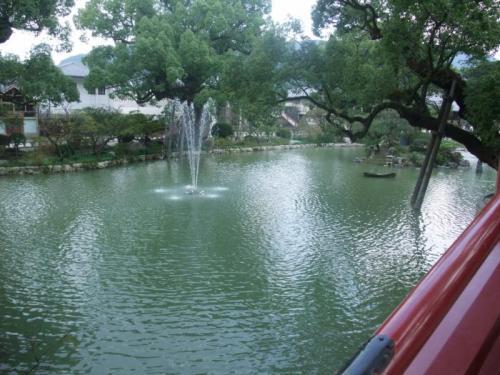 前回来た時は、水が一滴もなかったんですが、<br />今回はちゃんと池っぽくなってました。笑