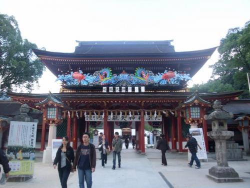 「桜門」を抜けると、本殿です