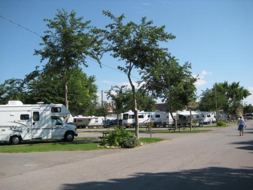 ソルトレイクシティーのRVパークはすぐに着いた。<br />たくさんのモーターホームが停まっている。