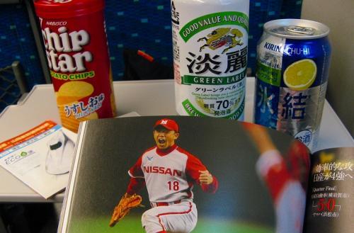 秋葉投手の写真を見ながら、ビールと氷結。<br />