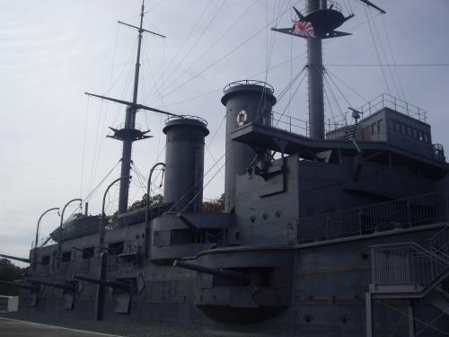 男性客が「大和は怪しい部分もたくさんあったけど、これはよくできてるなあ。さすがNHK」と同行者に話していました。<br />映画「男たちの大和」が撮影された時、同じように撮影用に再現された戦艦大和の事のようです。戦艦マニアでしょうか。<br />