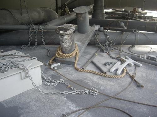 撮影時は、体裁を変えて破壊されたロシア側の戦艦としても使われたそうです。これはロシア海軍戦艦「インペラトール・ニコライ?世」の破壊された甲板撮影用材。<br />「インペラトール・ニコライ?世」は降伏し、日本海軍に編入となり「壱岐」と命名されたそうです。しかし、旧式であったため現役期間は10年と短く、最後は標的艦として実弾射撃の的となり沈没したそうな。切ないです。<br />この「インペラトール・ニコライ?世」の末路についてはなぜか至る所に記載があったのですっかり覚えてしまいました。
