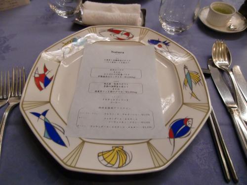 本日のコースメニューは「ナトゥーラ」。3675円(税込・サ別)美食家ではない我々夫婦の定番料理。