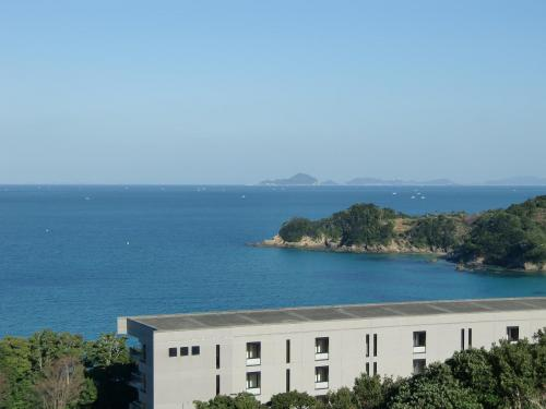 エクシブ鳥羽から車で10分くらいパールロードに沿って南下すると「タラサ志摩ホテル&リゾート」(写真)に着く。