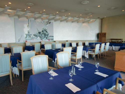 今回はフレンチレストラン「ルミエール」(写真)でランチにする。